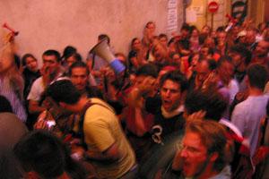 Intermittents du spectacle pendant le concert de João Gilberto. Jazz à Vienne. Samedi 28 juin. © Photo 2003 : Pascal Kober.