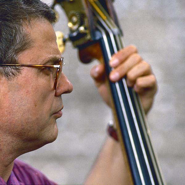 Charlie Haden (1937-2014). Festival Jazz à Vienne (juillet 1988). Photo : Pascal Kober.